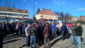 Perussuomalaiset tarjoavat hernekeittoa Parkanon torilla 19.3.2015.